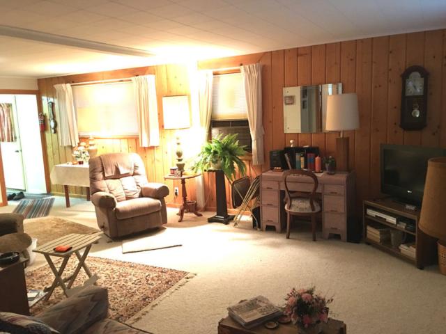 Living Room- 126 Riverside Dr, Beaverton