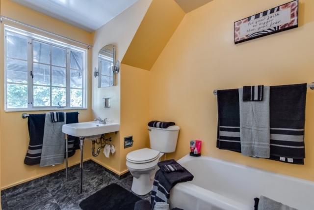 Full Bathroom- 500 S Antler, Gladwin