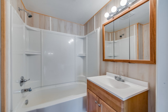 Full Bathroom- 3244 Lyle Rd, Beaverton